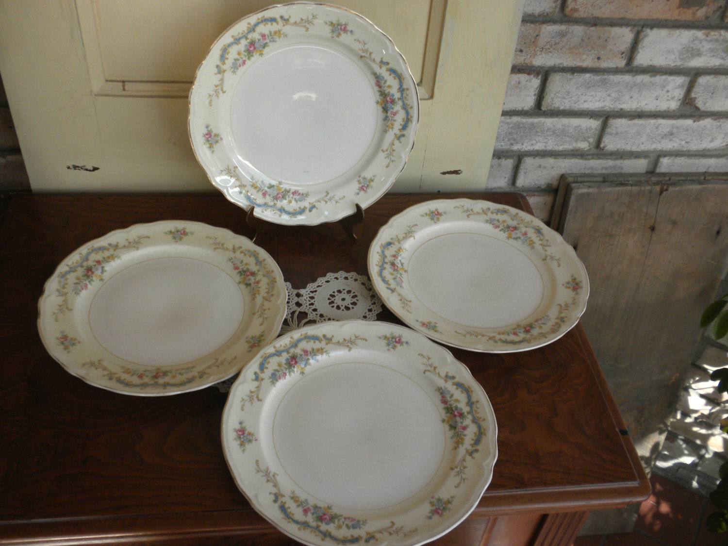 set of 4 dinner plates for mix and match shabby by repurposedstyle. Black Bedroom Furniture Sets. Home Design Ideas