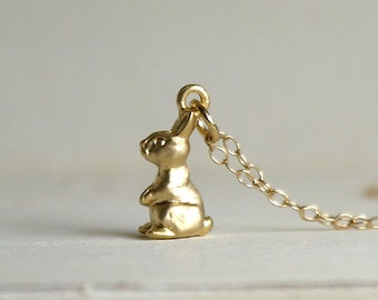Tiny rabit necklace in gold
