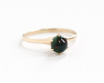 Vintage 10k Rosy Yellow Gold Bloodstone Ring -  Size 9 1/4 Art Deco 1920s Green & Red Chalcedony Gem Cabochon Fine Jewelry