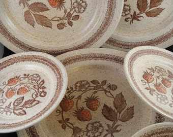 Homespun Churchill Stonecast Wild Strawberry Pattern Dinner and Dessert Plates