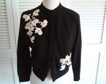 Vintage 1950s JD bad girl Pin up black cashmere sweater with floral appliques. sz.  s/m VLV