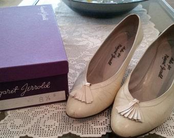 Vintagen Arsho for Margaret Jerrold Off White Leather Pumps Heels Size 8.5 B Made in Spain Ladies 1980s