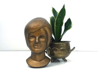 Vintage Jacqueline Kennedy chalkware bust, 1963 Linn Products - Americana - Political memorabilia