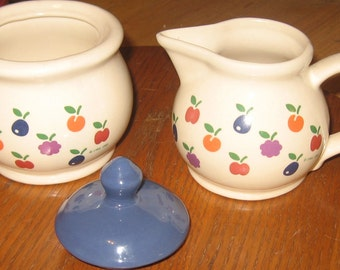 Vintage 1981 New Avenues Orchard Creamer and Sugar bowl with Lid.