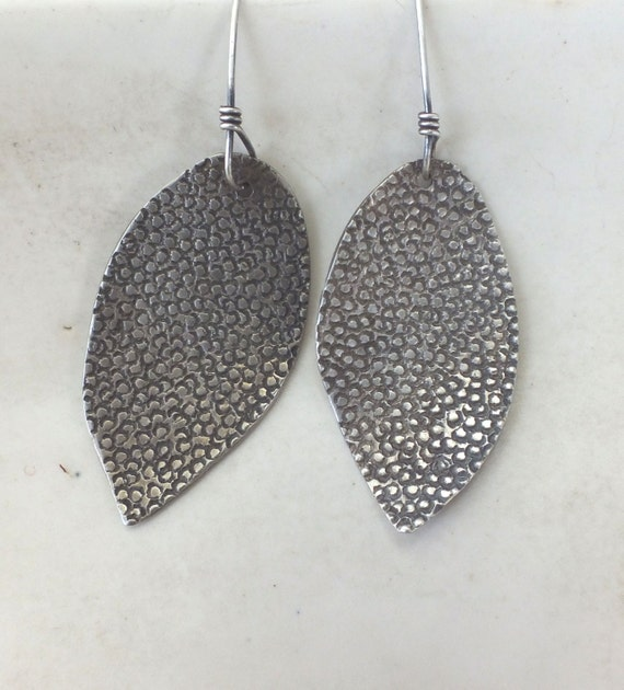 Leopard Print Engraved Leaves