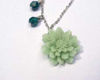 Minty Fresh Flower Necklace