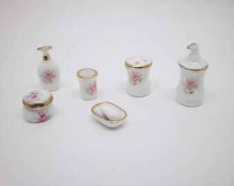 Miniature dollhouse ceramic bath set with pink decoratoion