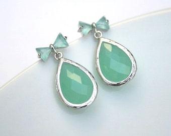 Silver Mint Green Earrings.Mint Earrings.Opal Earrings.Mint Opal.Mint Jewelry.Seafoam Earrings.Bridesmaid Gift.Bridesmaid Earrings.Wedding.