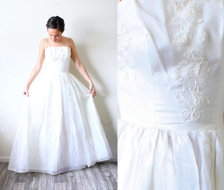 Vintage Boho Wedding Dress // Simple Rose Appliqué White Dress