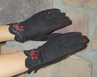 Vintage 1940s Gloves Black Suede Scalloped Cuff Ring of Keys Design Hand Painted Fashion S 7