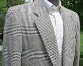 ALEXANDER JULIAN Mens Blazer, Sports Coat, Suit Jacket,  Size 42 Tall, Herringbon Tweed, Plaid, Summer Weight Wool Jacket, 100 Percent Wool