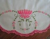 Vintage Embroidered Linen Dresser Scarf /// Table Runner