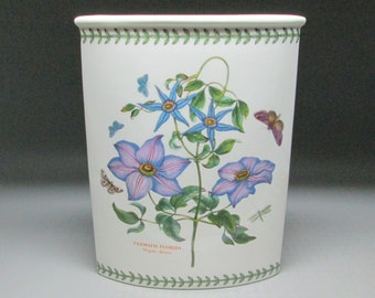 Portmeirion Wedge Vase Clematis Florida Butterflies England Botanic Garden , maquise vase .