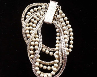 Beaded Bracelet 7 Strand with Unusual Clasp Retro Vintage