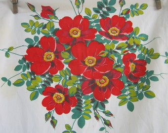 Vintage WILENDUR WiLD ROSES TOWEL Red Flower Rose Floral Cotton Kitchen Linens