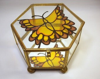 Vintage BUTTERFLY BOX Trinket Jewelry Display / Glass and Brass Hexagon / Reflection Mirror / Painted Stained Glass Style / Footed / Retro