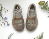 Felted slippers Cat slippers Womens slippers Woman home shoes Grey Brown Beige Tan Handmade shoes Natural wool Woolen clogs Felted clogs