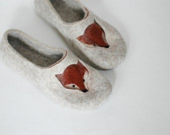 Felted slippers for Fox Lover Fox drawing Felted fox Woman home shoes Grey Beige Brown Traditional felt Natural wool Woolen clogs Valenki