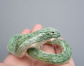 Small green snake, needle felted hand embroidered realistic grass snake, smooth green, animal sculptures posable figurine Opheodrys vernalis