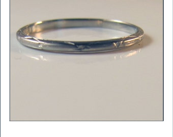Antique Deco Belais 18k Engraved Wedding Band Size 5.75