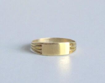 Art Deco Baby Signet. Rare Green Gold. Minimal Midi Ring.