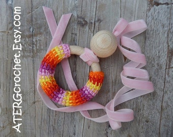 Teething ring necklace 'soft pink' by ATERGcrochet