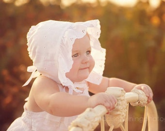 Baby's White Bonnet - Easter Bonnet - Spring and Summer Bonnet