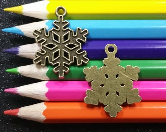 10 PC Snowflake Winter Christmas Snow Bronze Charm Pendant C0498