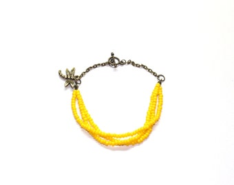 Seed bead bracelet in yellow, with antique brass chain and dragonfly charm, friendship bracelet, boho style bracelet