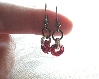 Fuchsia Pink and Red Chain Mail Earrings, Chainmaille, Enamelled Copper Rings, Lead and Nickel Free, Mobius Roses, Gift Under 50