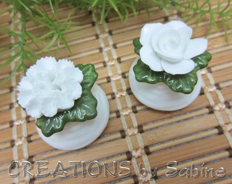 Salt & Pepper Shaker Set, Aynsley English Fine Bone China Porcelain Flower White Green rose carnation England Vintage FREE SHIPPING (338)