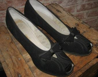 Vintage 1940s Black Shoes - Open Toe - Suede - Pumps - Dress Shoes - Red Cross-