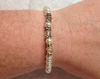 Vintage Goldtone and Faux Pearl with Irridescent Bead Bracelet, Length 7''