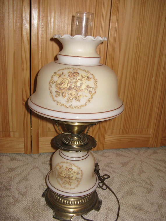 Vintage Quoizel Hurricane Style Table Lamp