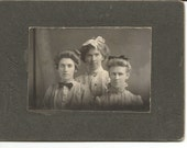 Antique 1900 Cabinet Photograph of a 3 Young Women