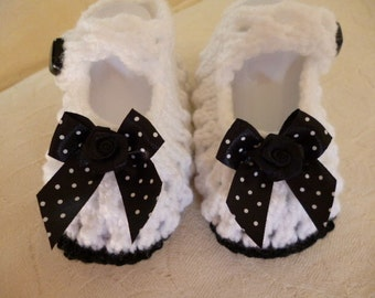 Hand knitted pair baby girls black and white shoes 0 / 3 month