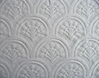 White Fans Matelasse Bedspread Cutter 81 x 116
