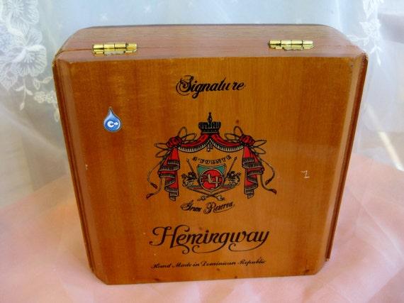 hemingway signature wooden cigar box very good cigar boxes. Black Bedroom Furniture Sets. Home Design Ideas