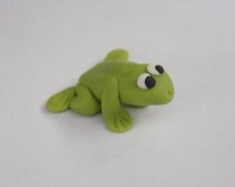 Miniature Frog, Frog Figurine, Polymer Clay Frog, Terrarium animal, Micro Figurine