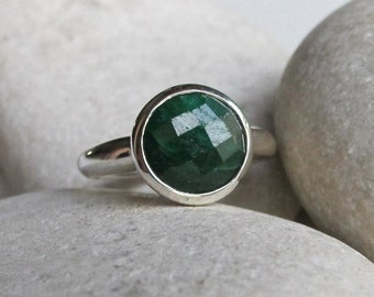 Round Emerald Ring- May Birthstone Ring- Green Gemstone Ring- Simple Green Ring- Classic Green Stone Ring- Sterling Silver Solitaire Ring
