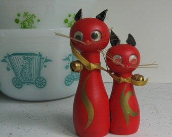 Vintage Red Cats/Kitties Wooden Salt & Pepper Shakers - Googly Eyes, Magnetic, Made in Japan, NOS
