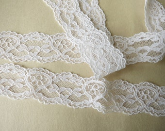 "6 yards white scalloped lace trim 7/8"" wide"
