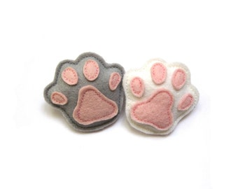 Brooch cat paw kitty