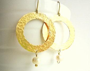 Hammered Hoop Earrings, Drop earrings, long earrings, boho earrings, Artisan earrings, Freshwater Pearl earrings, Rustic Brass earrings