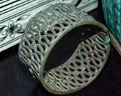 VTG 40's 50's Antique India Banjara Flower Brass/patina Ethnic tribal belly dance gypsy hinged Bangle cuff bracelet