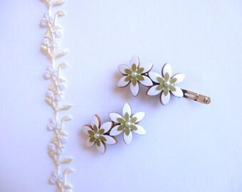 Wedding hair clips, White hair clips, Flower girl hair accessory, Wedding hair accessory, Bridesmaid hair clip, Flower girl clip,White clips