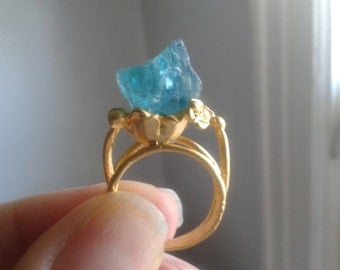 Outstanding Paraiba Apatite Matte Gold Ring