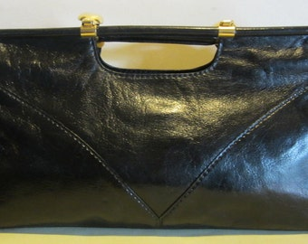 Vintage black leather bag, handbag, shoulderbag with build in mirror... seventies, many ways to wear ! in great condition!!