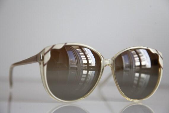 Vintage Polaroid Oversized Light Beige, Crystal  Frame, Polarizing Lenses. POLAROID  8531. Made in Italy