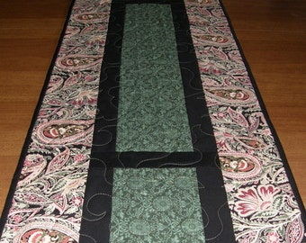 Christmas Quilted Table Runner, Red and Green Runner, Paisley Floral Table Runner, Holiday Quilt, Christmas Quilt, Christmas Table Runner